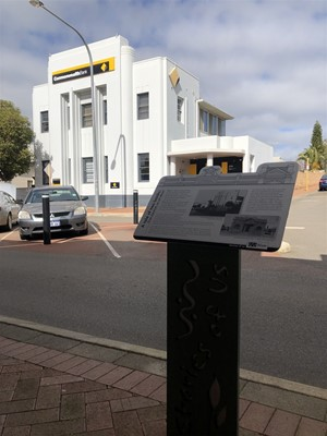 Stories of Us: The Narrogin - 8. A tale of two banks: free